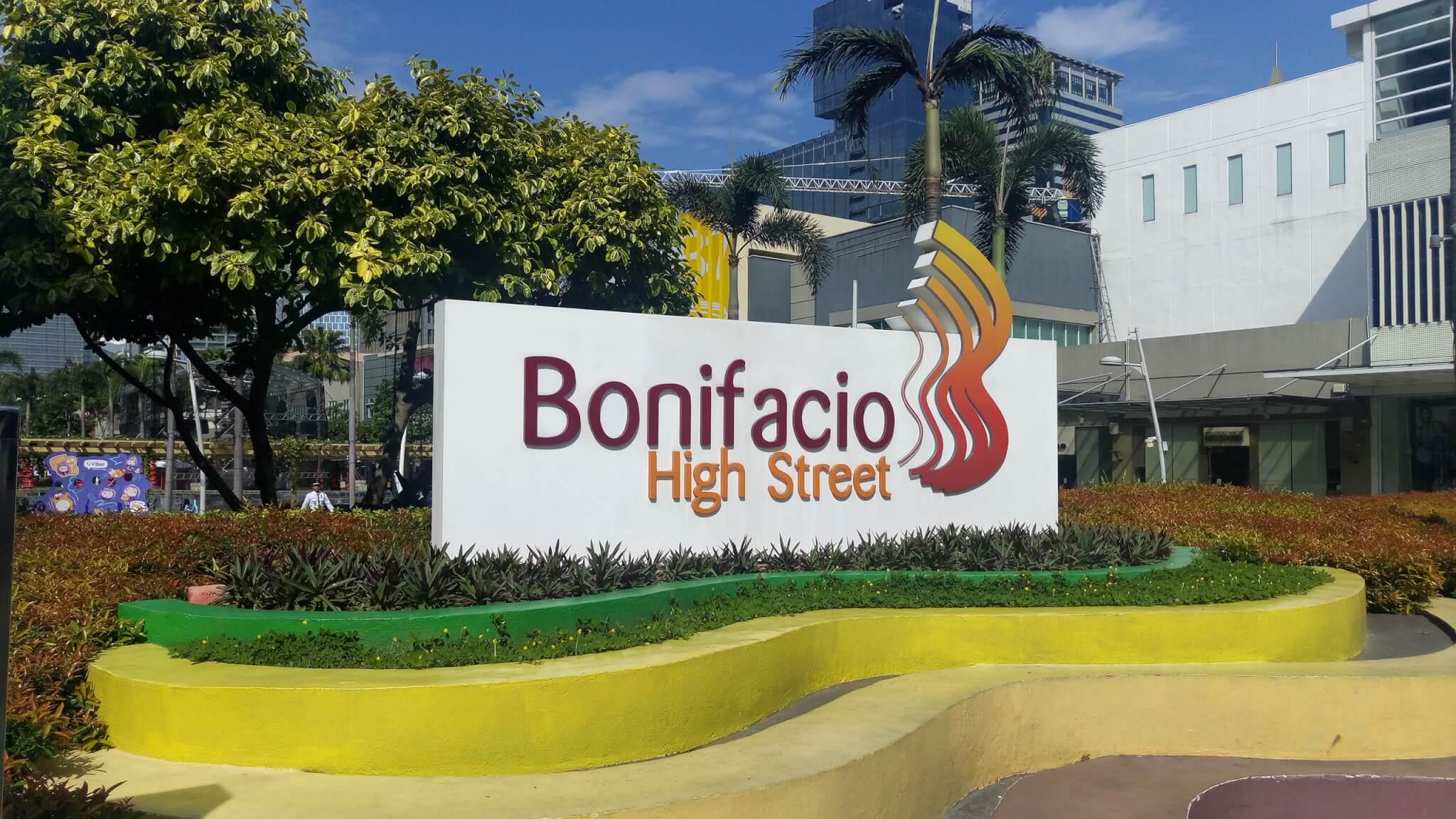 ボニファシオ広場入口