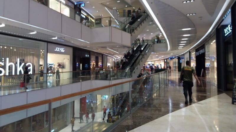 マニラの大型ショッピングモール内